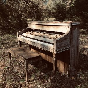 piano invisible alone